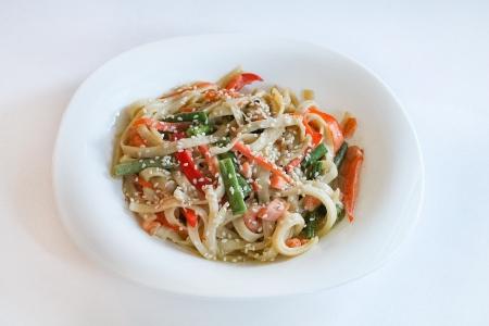 Удон + овощи + соус сливочный + морской коктейль